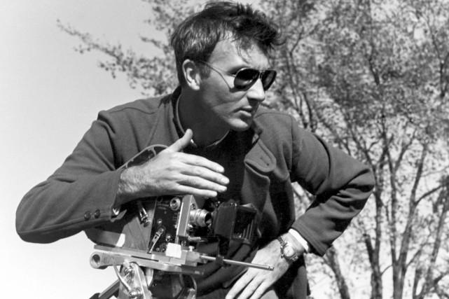 Norman McLaren sur le tournage du film Voisins.... (Photo: fournie par l'ONF)