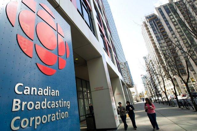 Avec moins d'argent et moins de hockey, la télévision anglaise de Radio-Canada... (Photo Nathan Denette, archives PC)