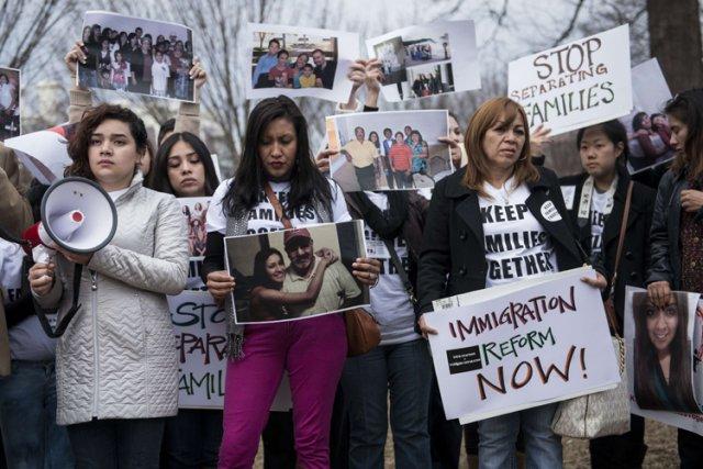 Objet de critiques de plus en plus vives,... (Photo: AFP)