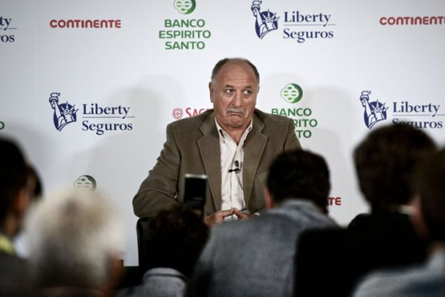 Luiz Felipe Scolari a provoquél'hilarité dans la salle... (Photo: AFP)