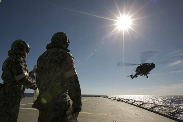 L'Ocean Shield a repéré deux signaux différents tard... (Photo: AFP)