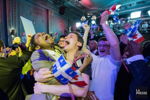 Des partisans du PLQ en liesse, à l'annonce... (Photo Edouard Plante-Fréchette, La Presse)
