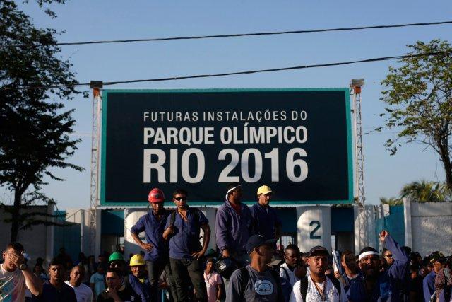 Des travailleurs brésiliens en grève au mois d'avril... (Photo archives AFP)