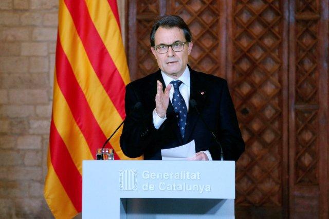 Le chef du gouvernement catalan Arthur Mas et... (PHOTO AFP/GENERALITAT DE CATALUNYA)