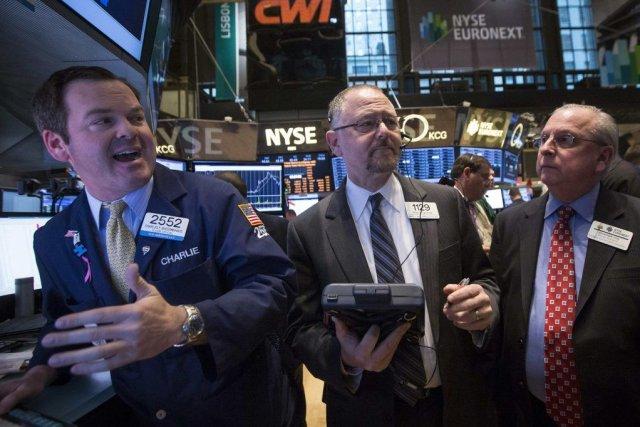 Le marché attend la diffusion à 14h00 du... (PHOTO BRENDAN MCDERMID, REUTERS)