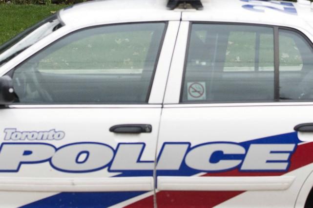 Selon des témoins, un homme muni d'une paire... (Photo archives La Presse Canadienne)