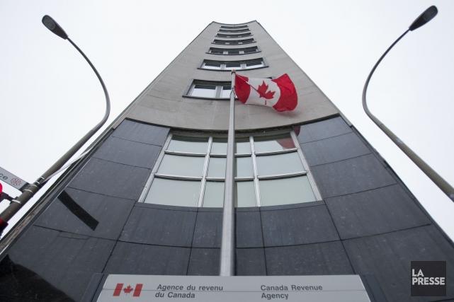 L'Agence du Revenu du Canada a suspendu temporairement ses services en ligne en... (PHOTO IVANOH DEMERS, ARCHIVES LA PRESSE)
