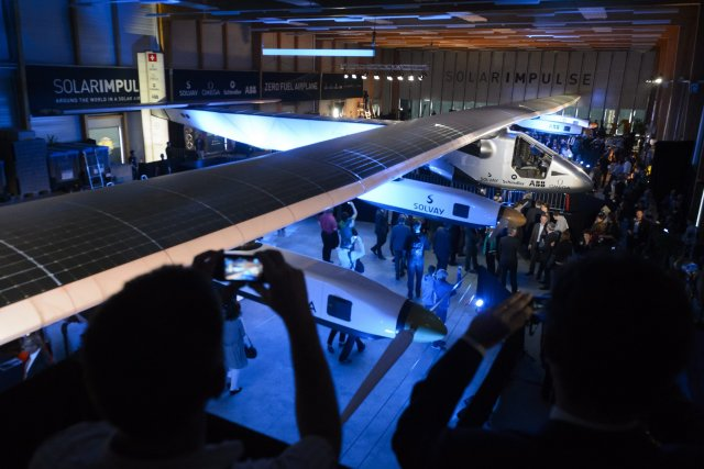 Le Solar Impulse 2... (Photo Laurent Gillieron, AP)
