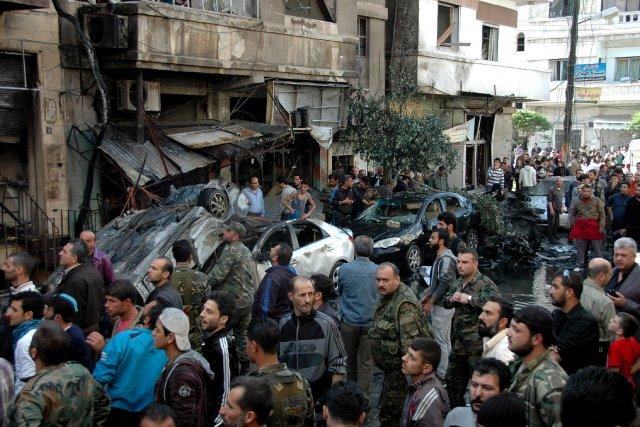 Les attentats, qui ont fait 25 morts et... (Photo AFP)