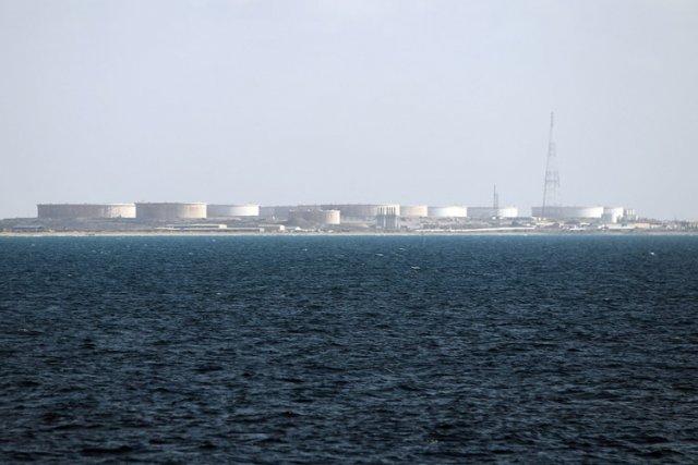 L'armée libyenne a annoncé mercredi avoir pris le contrôle de deux ports... (Photo: AFP)