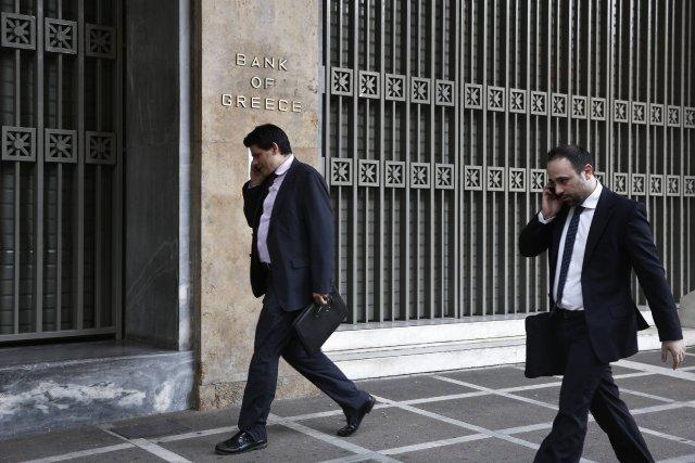 Une voiture piégée a provoqué une forte explosion devant le siège de la Banque... (Photo YORGOS KARAHALIS, Reuters)