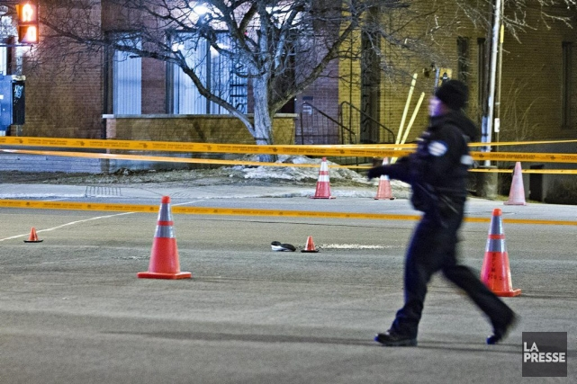 L'accident s'est produit vers 21h20 à l'intersection de... (PHOTO FÉLIX O.J. FOURNIER, COLLABORATION SPECIALE)