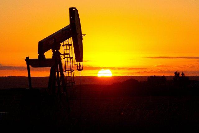 Les cours du pétrole coté à New York ont terminé en légère baisse jeudi,... (Photo archives AFP)
