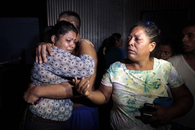 Des habitants de partout au Nicaragua ont téléphoné... (PHOTO OSWALDO RIVAS, REUTERS)