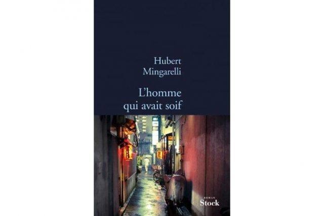 D'une plume à la légèreté envoûtante, Hubert Mingarelli signe ici un roman où...