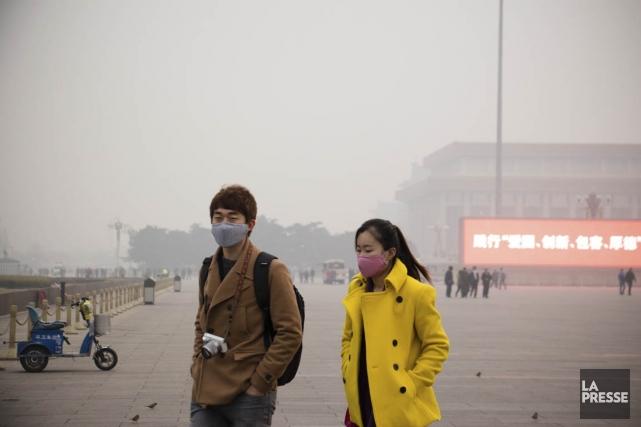 Le nuage de smog extrême donne un air... (PHOTO NINON PEDNAULT, LA PRESSE)