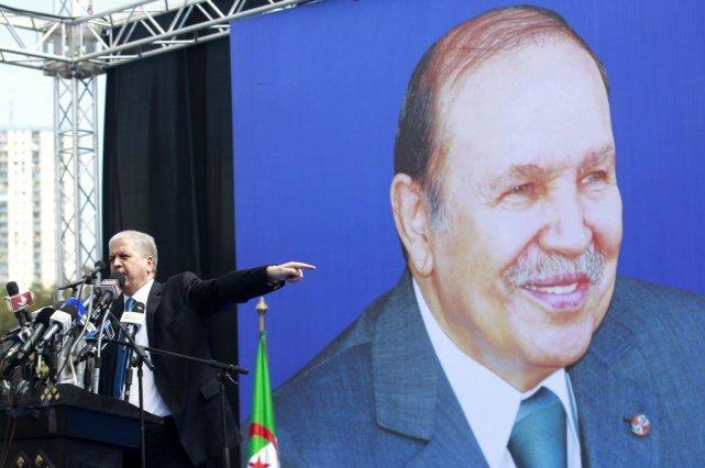 Abdelmalek Sellal, ledirecteur de campagne,du président Bouteflika, s'adresse... (PHOTO LOUAFI LARBI, REUTERS)