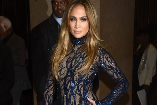 Jennifer Lopez a reçu le prix Vanguard, qui... (PHOTO PHIL McCARTEN, REUTERS)