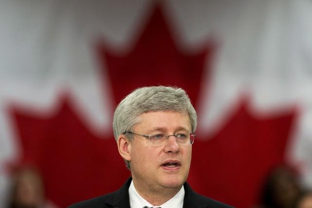 Le premier ministre Stephen Harper (gauche) a été... (Photo Nathan Denette, PC)