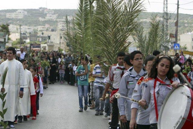 Une fanfare de scouts a défilé dans le... (Photo Mohammed Ballas, AP)