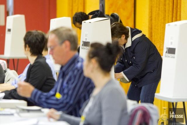 Le taux de participation aux élections fédérales est... (PHOTO ALAIN ROBERGE, ARCHIVES LA PRESSE)