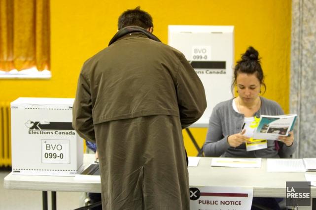 Avant 2007, les électeurs n'étaient pas tenus de... (PHOTO ALAIN ROBERGE, ARCHIVES LA PRESSE)