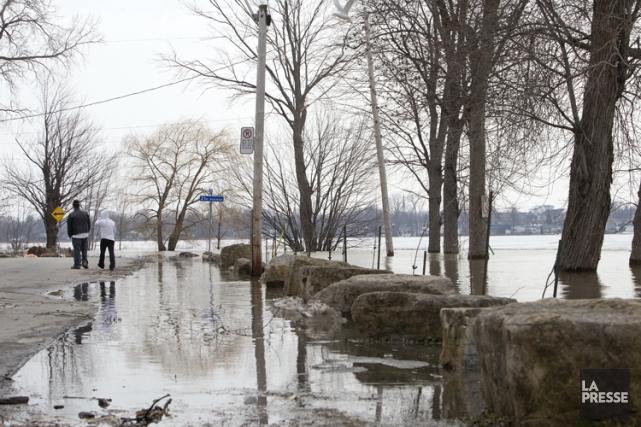 Le niveau élevé de la rivière des Mille-Îles... (Photo: Robert Skinner, La Presse)