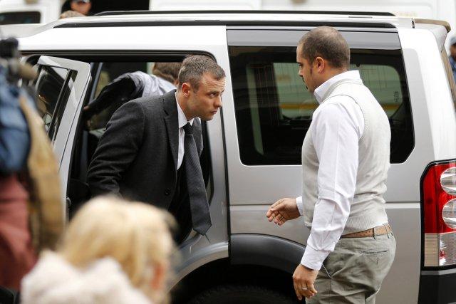 Pistorius, qui risque la perpétuité, soit 25 ans... (PHOTO SIPHIWE SIBEKO, REUTERS)