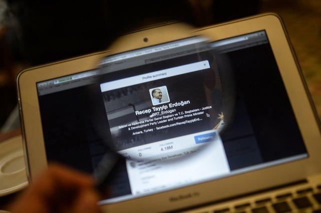 Une image du compte Twitterdu premier ministre turc... (PHOTO BULENT KILIC, AFP)