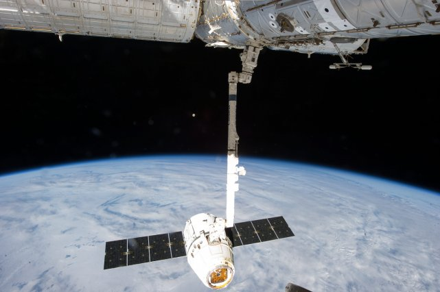 SpaceX Dragon... (Photo NASA, AP)