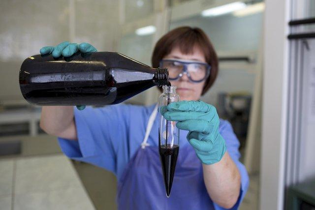 Il faudra davantage de diplômés en chimie et... (PHOTO ARCHIVES BLOOMBERG)
