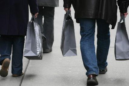 Le moral des ménages aux États-Unis a progressé en novembre par rapport à... (PHOTO ARCHIVES AP)