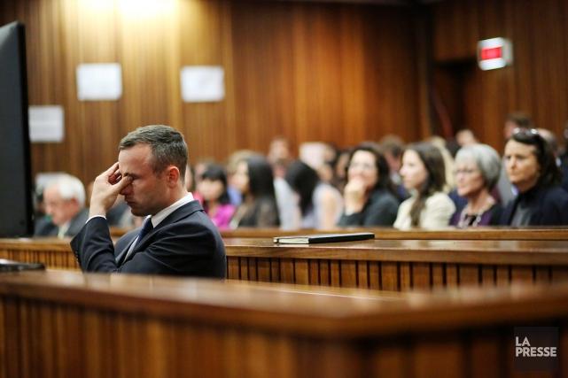 D'une voix cassée, Pistorius a décrit la carte,... (PHOTO SIPHIWE SIBEKO, AFP)