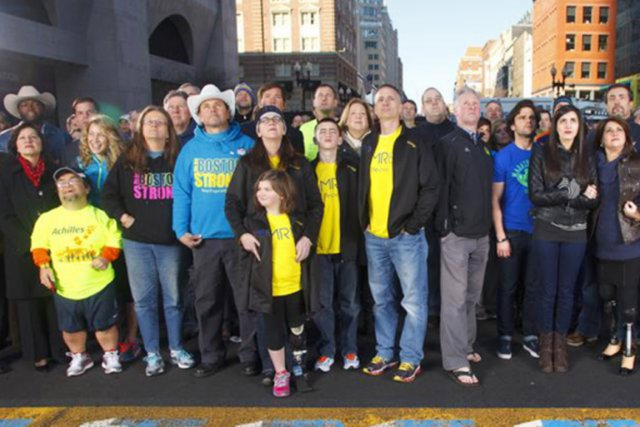 Le 15 avril 2013, leurs destins se sont croisés au fil d'arrivée du 117e... (PHOTO THE BOSTON GLOBE)