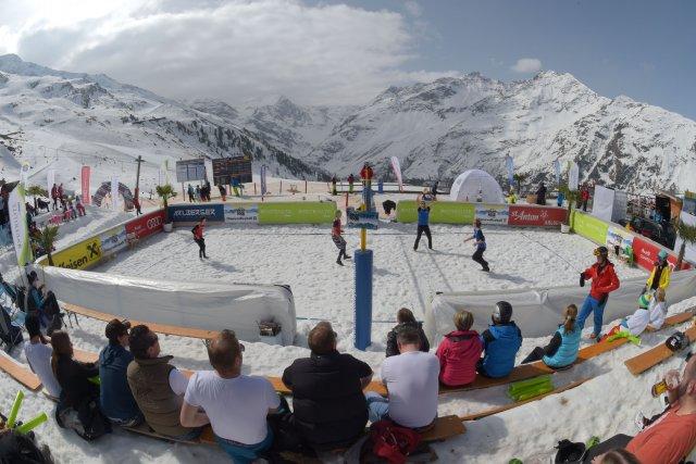 Le Snow Volleyball Tour, dont la station autrichienne... (Photo AFP)
