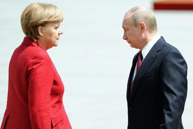 Angela Merkel etVladimir Poutine à Berlin en juin... (Archives AFP)