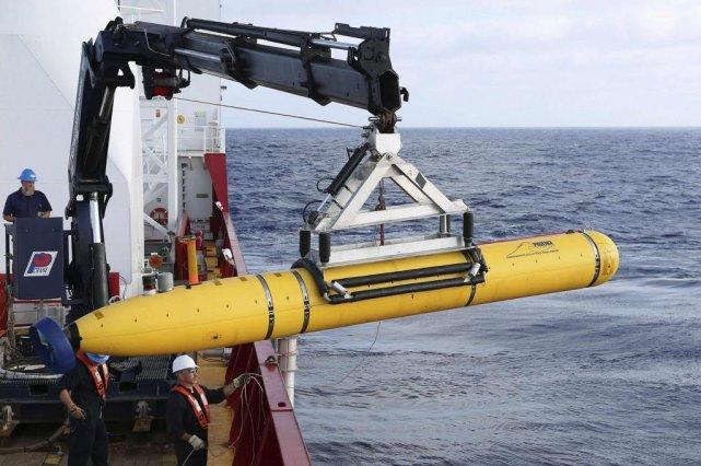 LeBluefin-21 est remis à l'eau, mardi, pour une... (Photo Reuters/Forces australiennes de Défense)