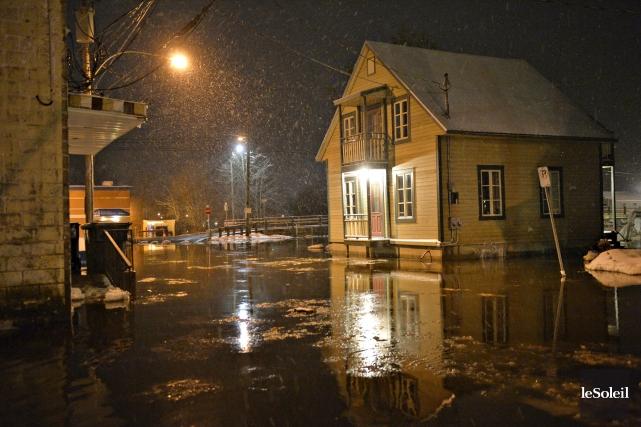 Таяние льдов и проливные дожди угрожают наводнением  провинции Квебек