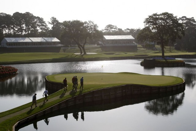 Le 17e trou du club TPC à Sawgrass.... (Photo archives Reuters)