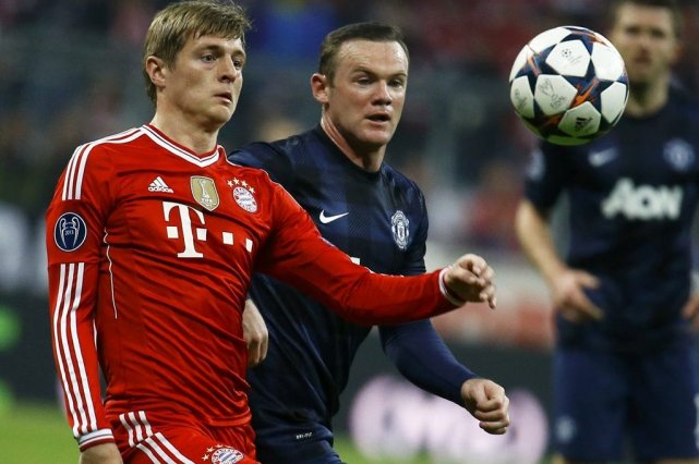 Toni Kroos et Wayne Rooney... (Photo Kai Pfaffenbach, Reuters)