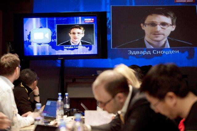 Edward Snowden a posé une question par vidéo... (PHOTO PAVEL GOLOVKIN, AP)