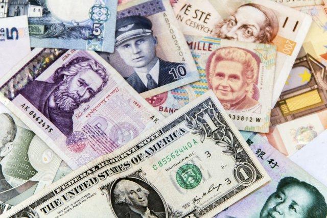 Petites coupures, devises étrangères, carte prépayée, de débit ou de crédit,... (Photo Digital/Thinkstock)