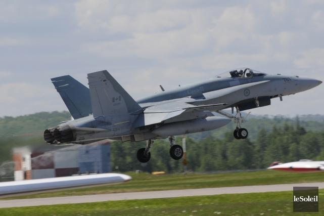 Un avion-chasseurCF 18... (Photothèque Le Soleil)