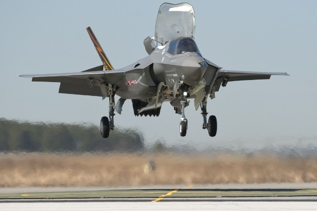 Un chasseur F-35... (PHOTO ARCHIVES REUTERS)