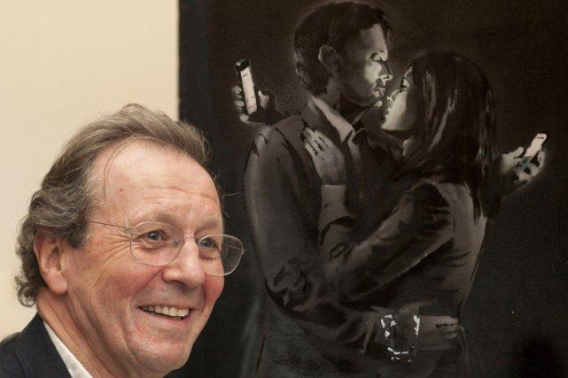 George Ferguson, maire de Bristol, devant l'oeuvre Mobile... (Photo: AFP)