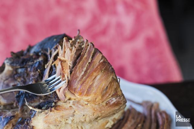 L'assiette de jambon de Pâques servi tranché, avec des pommes de terre et des... (PHOTO EDOUARD PLANTE-FRÉCHETTE, LA PRESSE)