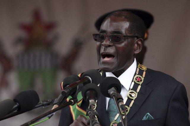 Robert Mugabe... (Photo Jekesai Njikizana, Agence France-Presse)