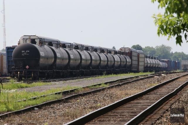 En janvier puis au début avril, des locomotives... (Photo Alain Dion, Archives La Voix De L'est)