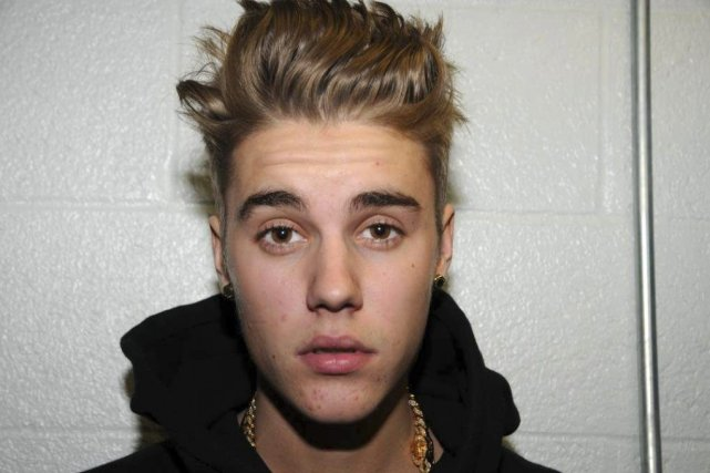 Justin Bieber au poste de police de Miami.... (Photo: archives AP)