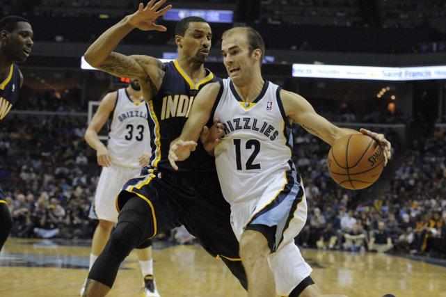 Nick Calathes (12) a fait l'objet d'un contrôle... (Photo Justin Ford, USA TODAY Sports)